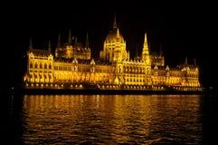 Parlamento più buildingbudapest illuminato alla notte Fotografia Stock