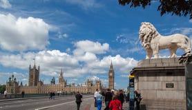 Parlaments-Gebäude-Westminster-Brücke London Stockfotografie