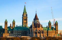 Parlaments-Hügel und das kanadische Parlamentsgebäude Lizenzfreie Stockfotos