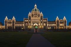Parlamentsgebäude nachts stockbild