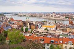 Parlamentsgebäude Ungarns, Budapest, Budapest belichtet am blauen Himmel Lizenzfreies Stockbild