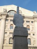 Parlamentskulpturkorruption milano milan fingret Italien italia arkivbild