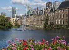 Parlamentskyskrapapelargon Haag Arkivbilder