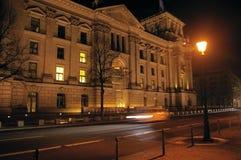 Parlamentu budynek Berliński miasto przy nocą Zdjęcie Royalty Free