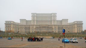Parlamentu dom w mgła dniu Fotografia Royalty Free