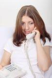 parlare sveglio del telefono della ragazza Fotografia Stock Libera da Diritti