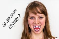 Parlate inglese? Donna con la bandiera sulla lingua Immagini Stock Libere da Diritti