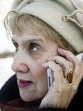 Parler aîné de femme Photographie stock libre de droits