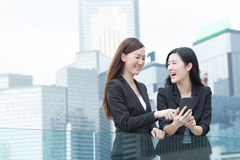 Parler de femmes d'affaires Photos libres de droits
