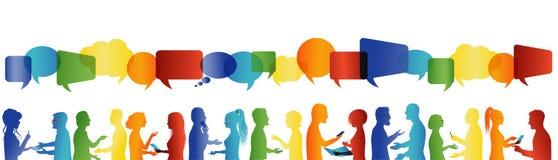 Parler de foule Communication grand groupe de personnes qui parlent Communiquez la mise en r?seau sociale Personnes de dialogue illustration libre de droits