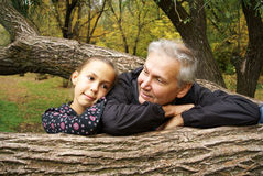 Parler de père et de descendant Photos stock