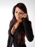 Parler de téléphone portable de femme d'affaires Photo libre de droits