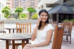 Parler du téléphone images libres de droits