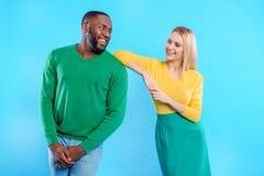 Parler Flirty de type et de fille Photos stock