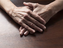 Parler remet le concept pour les mains plates femelles croisées Photos stock