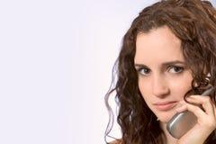 Parler sur le téléphone portable Photos libres de droits