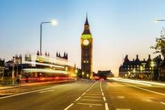 parliamen大本钟和房子在伦敦在晚上 库存图片