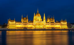 Parliament building and the Danube river at night, Budapest Stock Photography