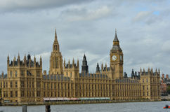 Parliament over thames Royalty Free Stock Photo