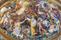 PARMA, ITÁLIA - 16 DE ABRIL DE 2018: O fresco da cena do fhe como Moses obtém a água da rocha na abside lateral do domo fotografia de stock royalty free