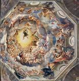 PARMA, ITALIA - 16 APRILE 2018: Il dettaglio dell'affresco di Assumpcion di vergine Maria in cupola del duomo immagini stock libere da diritti