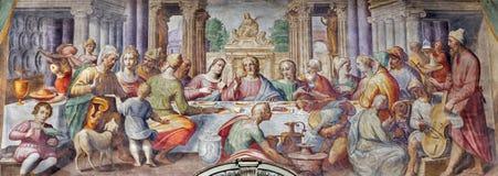 PARMA, ITALIA, 2018: El fresco de la boda en Cana en los di Santa Croce de Chiesa de la iglesia de Giovanni Maria Conti della Cam fotografía de archivo