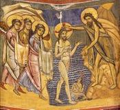 PARMA ITALIEN - APRIL 16, 2018: Freskomålningdopet av Jesus i iconic stil för byzantine i Baptistery royaltyfri foto