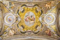 PARMA ITALIEN - APRIL 17, 2018: Freskomålningen av änglar med symbolerna av martyrskapet på waulten av kyrkliga Chiesa di Santa L Royaltyfria Foton