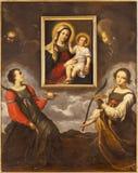 PARMA ITALIEN - APRIL 17, 2018: Helgonen Lucy och Agata som älskar bilden av madonnan i kyrkliga Chiesa di Santa Lucia fotografering för bildbyråer