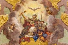 PARMA ITALIEN - APRIL 16, 2018: Takfreskomålningen av Triumph av religionen - Trionfo della Religione i kyrkliga Chiesa di San Vi royaltyfri bild