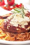 Parmesan de poulet avec des pâtes de spaghetti Photographie stock libre de droits