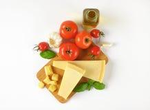 Parmesan, légumes et huile d'olive Image stock