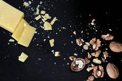 Parmesan & valnötter Royaltyfria Bilder