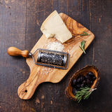 Parmesanost och sol-torkade oliv Royaltyfria Bilder