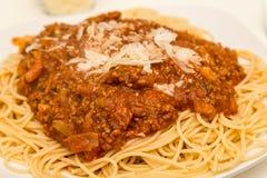 Parmesanost på spagetti Bolognese Arkivfoton