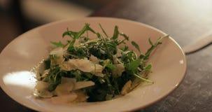 Parmezaanse kaas en Rocket Salad stock videobeelden