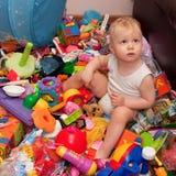 Parmi des jouets de garçon Photos stock