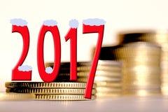 2017 parmi des pièces de monnaie de barres Images libres de droits