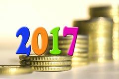 2017 parmi des pièces de monnaie de barres Photo libre de droits