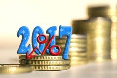 2017 parmi des pièces de monnaie de barres Photos stock