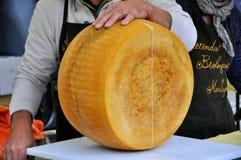 Parmigiano italiano sulla vendita Immagini Stock Libere da Diritti