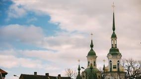 Parnu, Estland Zeitspanne Timelapse-Zeit-Versehen alter ` s St. Catherine Kirche ist Russisch-Orthodoxe Kirche berühmt stock footage