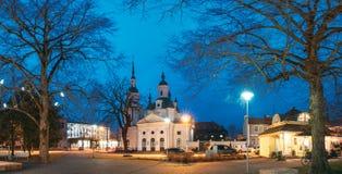 Parnu, Estonia Vista di notte di Parnu ortodosso apostolico estone fotografia stock libera da diritti