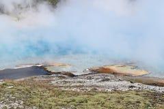 Parny błękitny jezioro, Uroczysta Graniastosłupowa wiosna Zdjęcia Stock