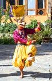 PARO, BHUTAN - November10, 2012 : Danseurs bhoutanais avec le colorfu Image libre de droits