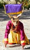 PARO, BHUTAN - November10, 2012 : Danseurs bhoutanais avec le colorfu Images libres de droits