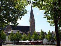 Parochiekerk van St Martinus op de marktplaats Stock Foto's