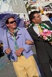 Parodia circa il matrimonio gay durante il carnevale Para immagine stock