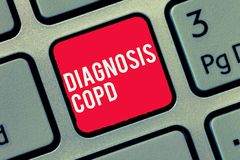 Parola che scrive diagnosi Copd del testo Concetto di affari per l'ostruzione del flusso d'aria del polmone che ostacola con la r fotografia stock libera da diritti