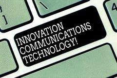 Parola che scrive tecnologia delle comunicazioni dell'innovazione del testo Concetto di affari per miglioramento in servizi e dis fotografia stock libera da diritti